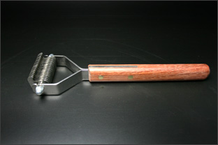 Stripping-Curry-Comb